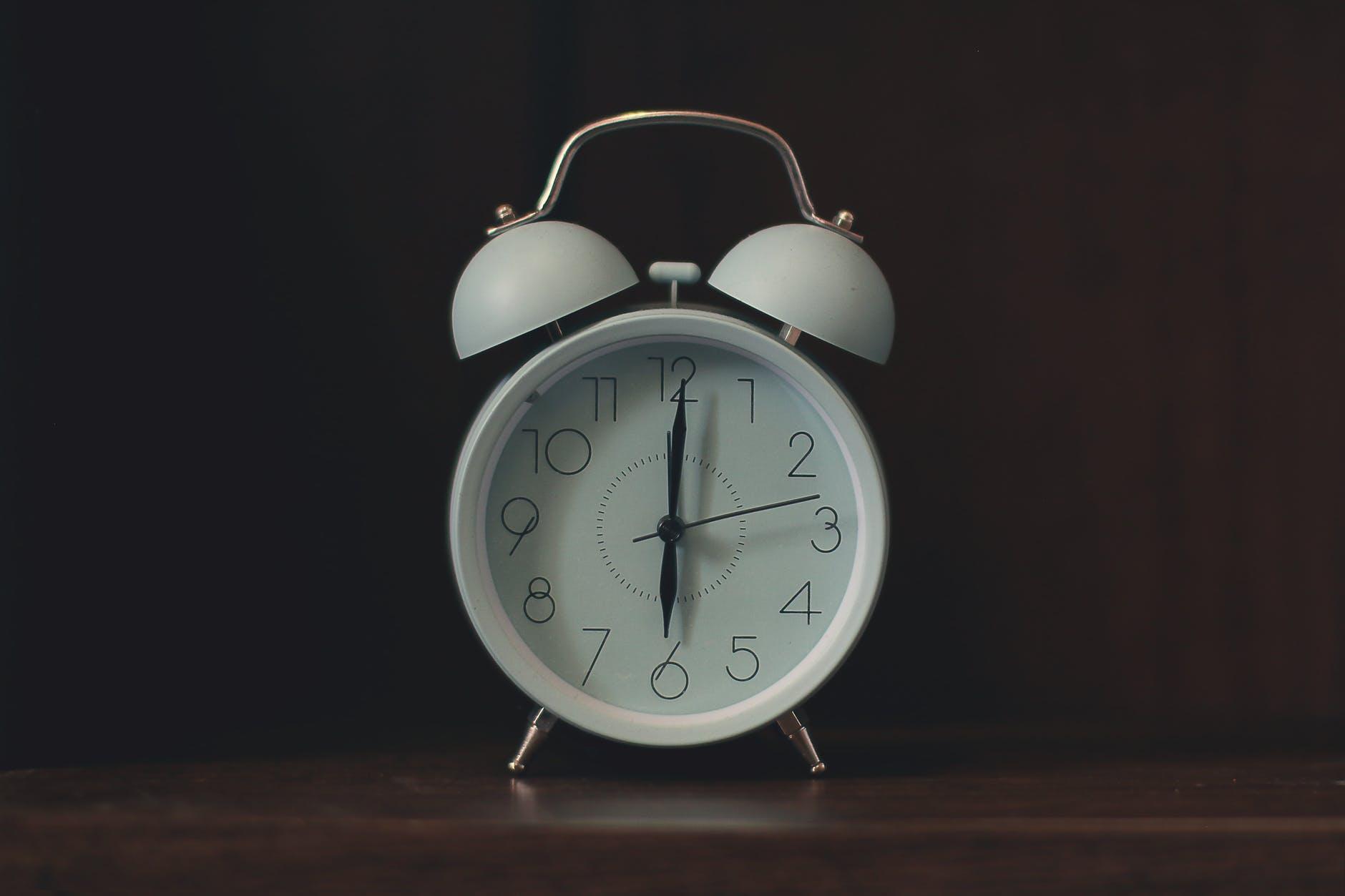 white ring bill alarm clock